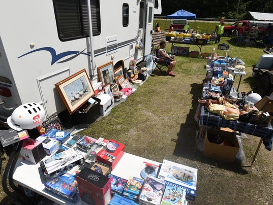 636320142559393479-01-zan-yard-sale.jpg