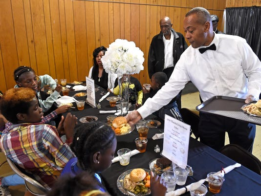 636155968623022076-NAS-THANKSGIVING-MEAL-02.jpg