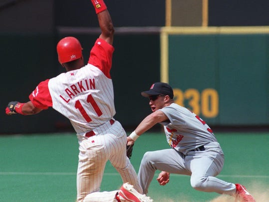 Text: 1998.0704.12.1 REDS&CARDS SPORTS - Barry Larkin beats the throw to Cardinals' Luis Ordaz to steel second base in the bottom of the ninth. Larkin went onto score the later in the inning to win the game for the Reds off Boone's grounder up centerfield.