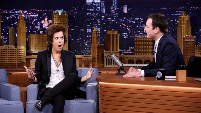 Kristen Wiig does a (bad) Harry Styles impersonation for Jimmy Fallon.