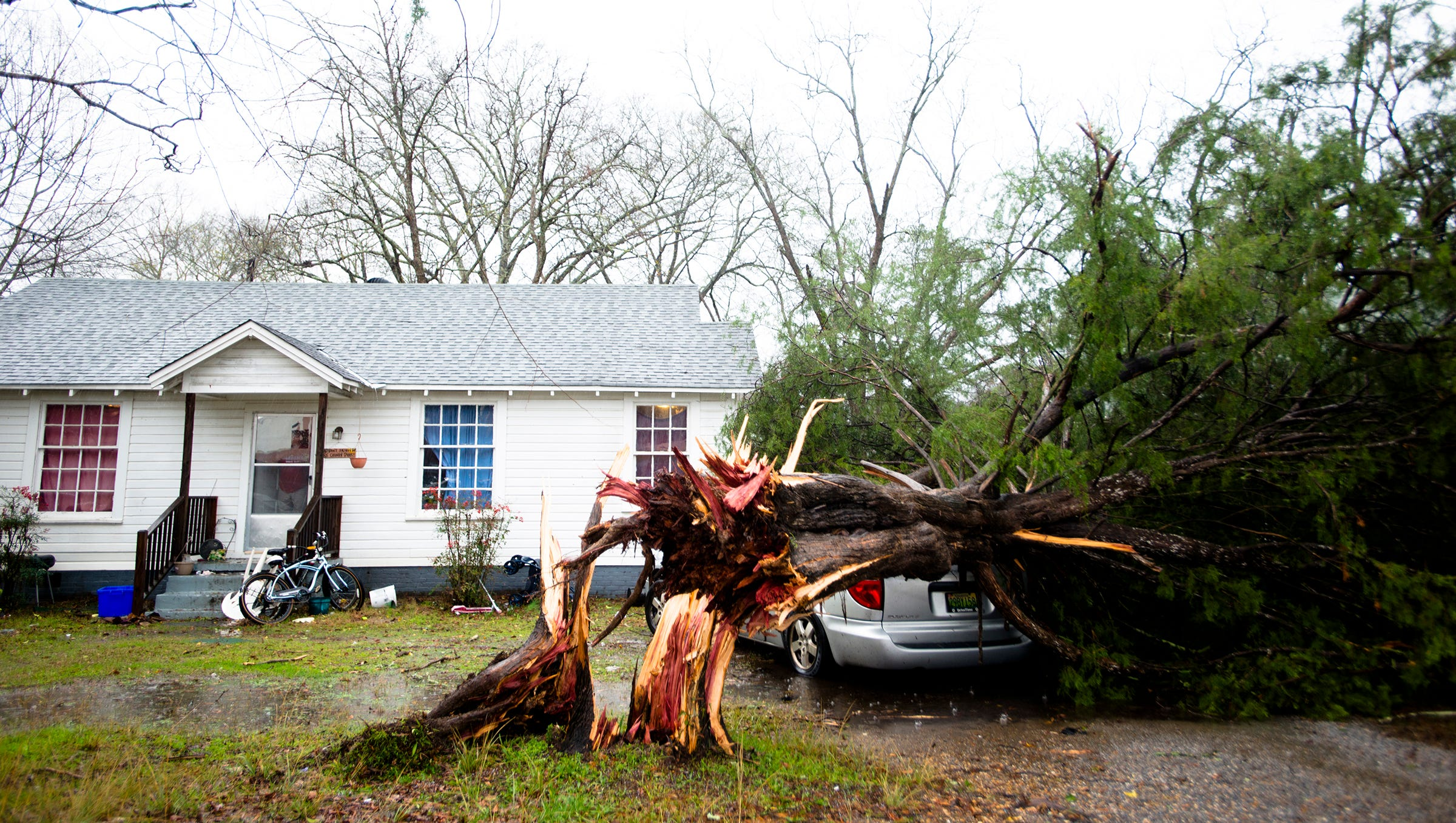 Update tornadoes hit central alabama in river region