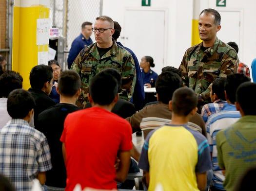 Cientos de niños migrantes se encuentran recluidos en los centros de detención de la U.S Border Patrol en Nogales, Arizona.