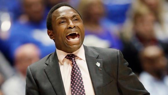 Alabama head coach Avery Johnson yells to his players