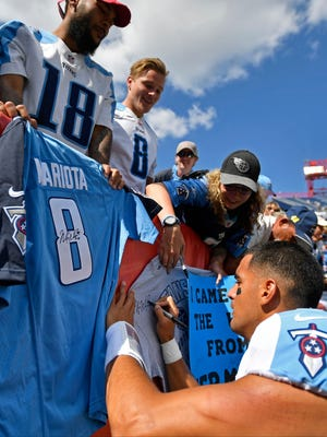 Tennessee Titans quarterback Marcus Mariota (8) signs autographs at the end of the game at Nissan Stadium Sunday, Sept. 10, 2017 in Nashville, Tenn.