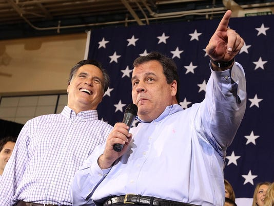 BESTPIX Romney Campaigns With Pawlenty And Christie In New Hampshire