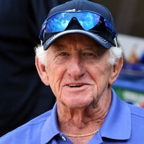 Brewers' broadcaster Bob Uecker survives poisonous spider bite, continues to cheat death