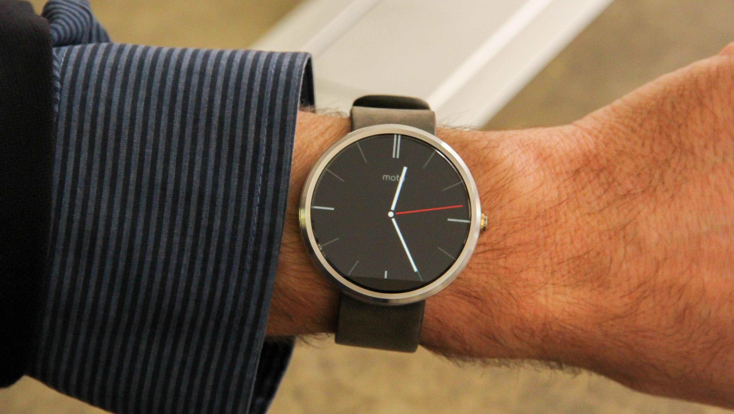 Review: Can smart-looking Moto 360 stand out in a crowd?