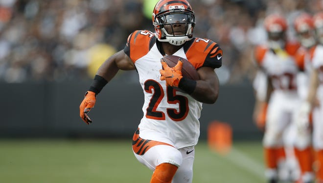 Cincinnati Bengals running back Giovani Bernard (25) sprints toward the end zone in the second quarter during the NFL football game between the Cincinnati Bengals and Oakland Raiders, Sunday, Sept. 13, 2015, at O.co Coliseum, in Oakland, California.