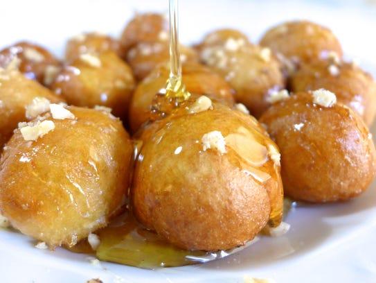 Polí nóstimos means very tasty! Loukoumades, or Greek