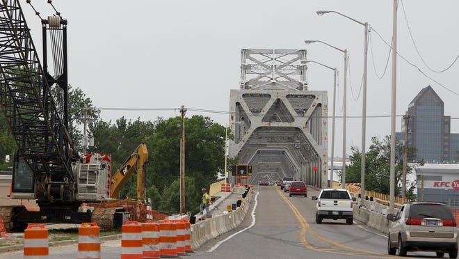 The Indiana approach to the Clark Memorial Bridge.