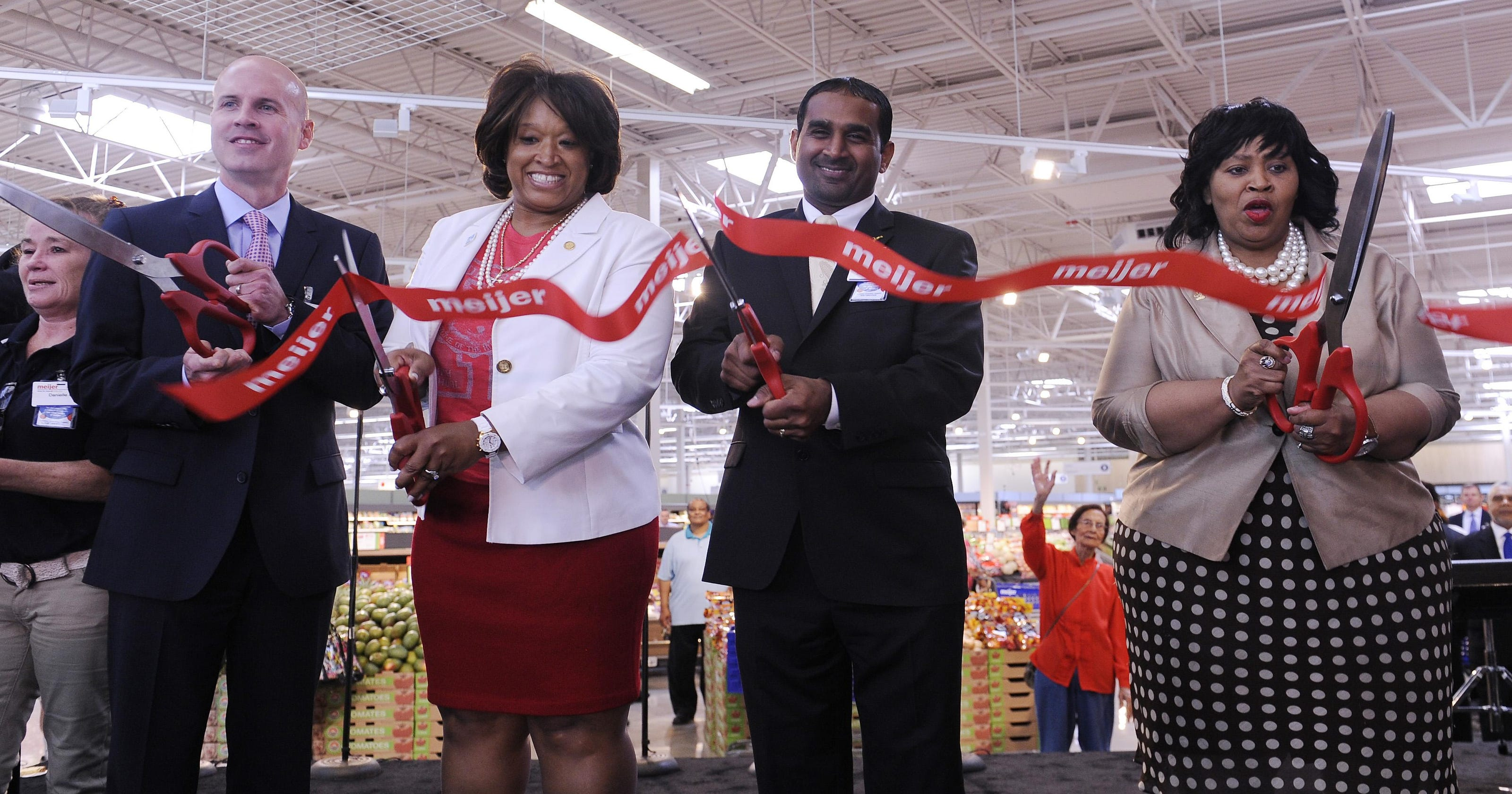 Meijer's new Detroit store keeps memory of Redford High