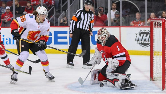 New Jersey Devils goaltender Keith Kinkaid (1) makes