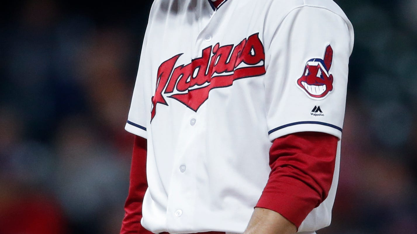 Indians' Andrew Miller leaves game with apparent leg injury