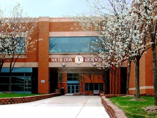 Teen threatens copycat shooting at South Lyon High