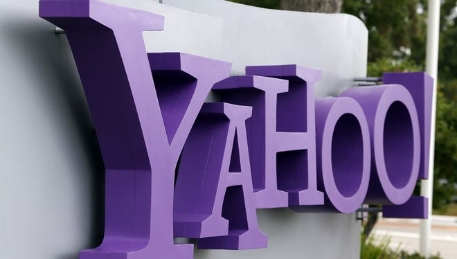 Investors are eager to hear more about Yahoo's Alibaba spinoff and recent executive departures during its earnings call.