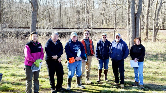 Susan Maney, Horticultural Aide Monroe County Parks, Mark Quinn, Superintendent of Horticulture Monroe County Parks, Peter Lent, Chairman Oatka Creek Watershed Committee, Garrett ( Gary ) Koplun, Forester Region 8 DEC, Matt Sanderson, Fisheries Biologist Region 8 DEC, Steve Leupold, Volunteer Oatka Creek Watershed Committee, Kim Falbo, District Technician Wyoming County Soil and Water Conservation District, not shown Larry Charette, President Seth Green Chapter/Photo Larry Charette