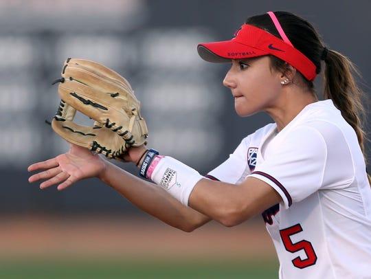 Arizona second baseman Reyna Carranco (5) gets an eye-high