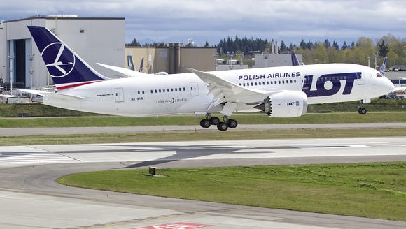 A LOT Polish Airlines Boeing 787 Dreamliner lands after