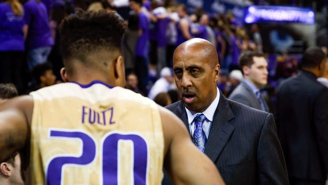 Despite having the worst record in coach Lorenzo Romar's 15 seasons, UW's  home attendance is actually up from last year, in part because of the presence of star freshman Markelle Fultz.