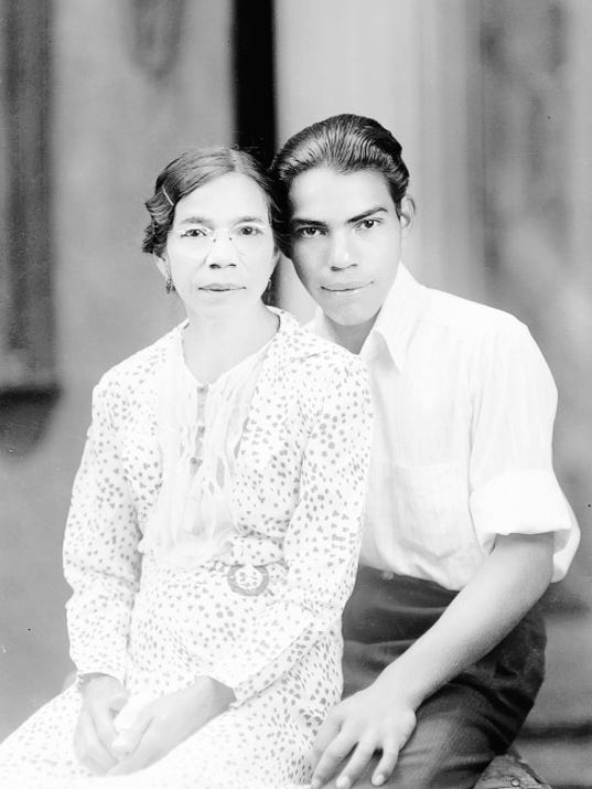 Grupos, undated (woman and young man)
