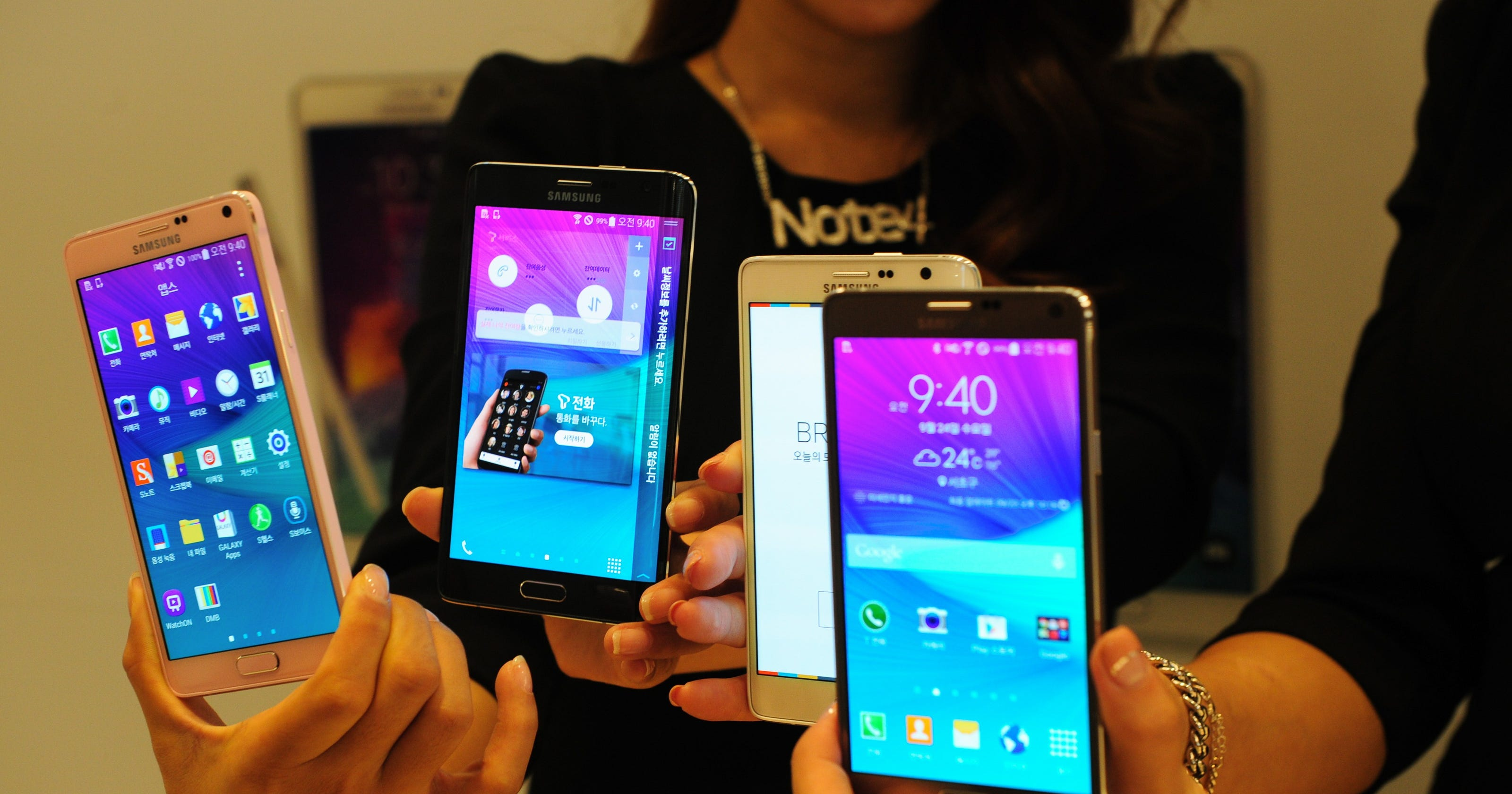 Samsung says profit to fall 60% as smartphone share slips