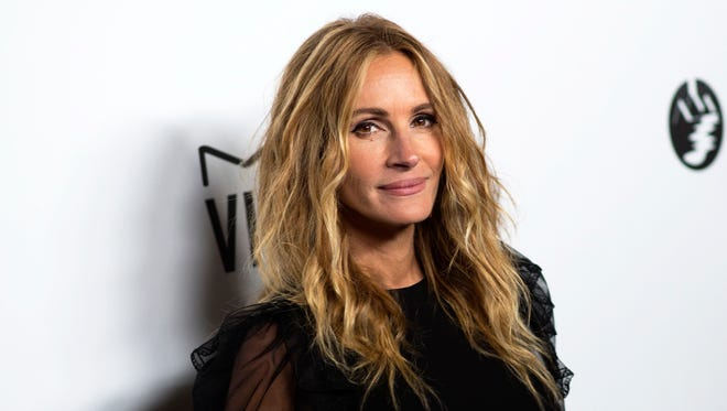 Actress Julia Roberts the attends the amfAR Gala Los Angeles in her honoer on October 13, 2017 in Beverly Hills, California. / AFP PHOTO / VALERIE MACONVALERIE MACON/AFP/Getty Images ORG XMIT: 1 ORIG FILE ID: AFP_TD66Y