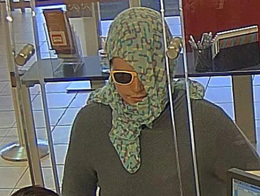 636398221032310361-Scarf-Robbery-2.PNG