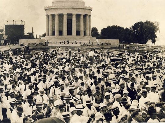 A hat-wearing crowd is shown gathered in front of the George Rogers Clark Memorial in Vincennes, Ind. Sept. 3, 1933.