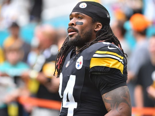 Pittsburgh Steelers running back DeAngelo Williams (34) looks on before the game against the Miami Dolphins at Hard Rock Stadium.
