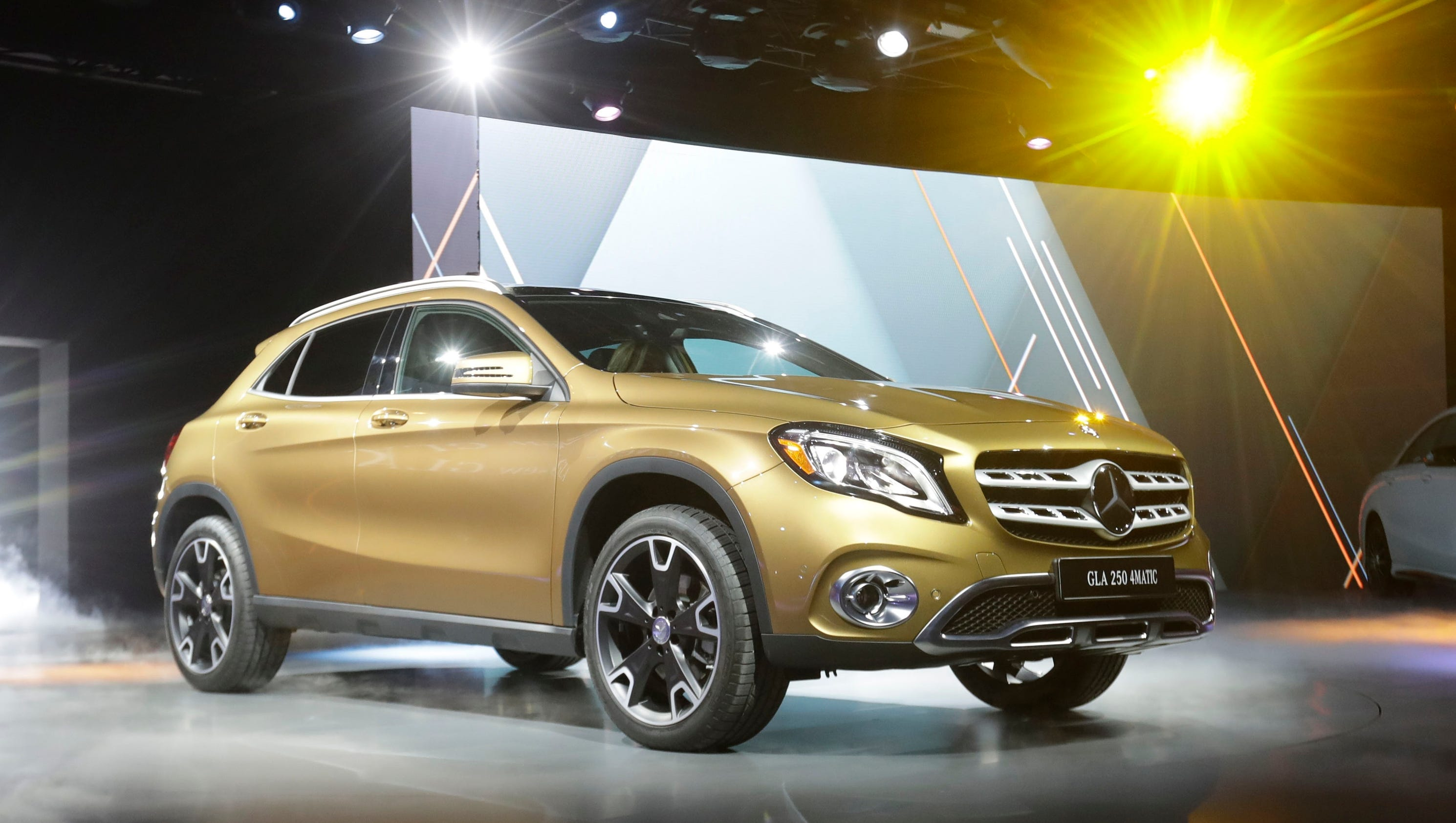 2018 mercedes gla revealed at detroit auto show - Mercedes car show ...