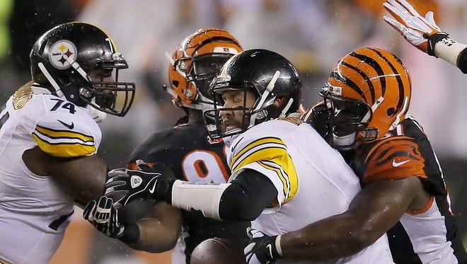 Cincinnati Bengals defensive tackle Geno Atkins sacks Ben Roethlisberger on Saturday night.