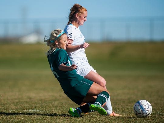 UGF player Bryndee Ryan and Evergreen State player