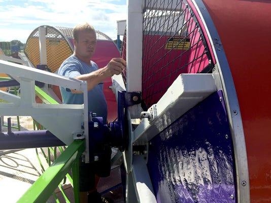 LDN-DW-082216-Amusement-Rides-1.jpg