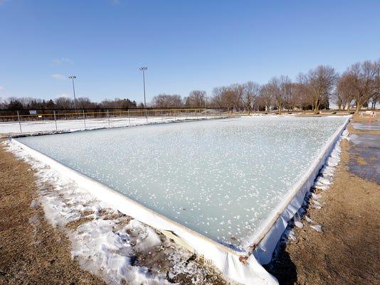 636193128908736360-FON-010617-lakeside-park-ice-rink.jpg