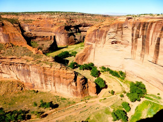 Canyon de Chelly shelters thousands of archeological