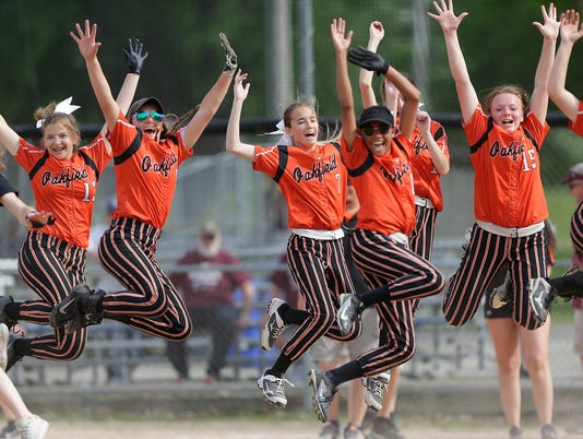 636628748951785987-FON-Oakfield-vs-Elkhart-Lake-softball-052518-dcr375.jpg