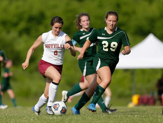 636640075833065757-Mayville-vs-wisconsin-heights-girls-soccer-060718-dcr142.jpg