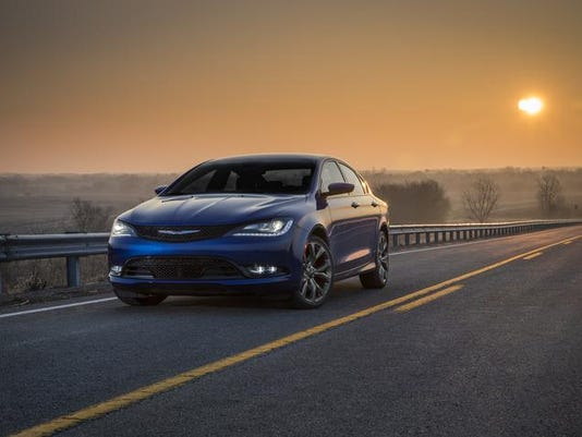 2015 Chrysler 200.jpg