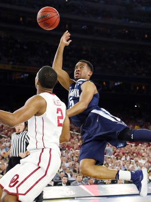 Villanova guard Phil Booth shoots against Oklahoma guard Dinjiyl Walker (2) during the second half of the NCAA Final Four tournament college basketball semifinal game Saturday, April 2, 2016, in Houston.