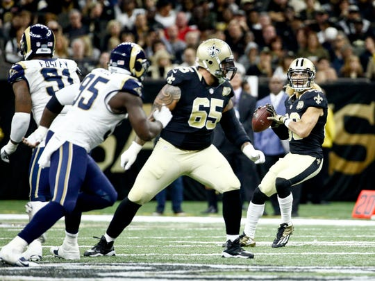 Snead (83) throws a flea flicker pass for a touchdown to running back Tim Hightower (not pictured) against the Los Angeles Rams.