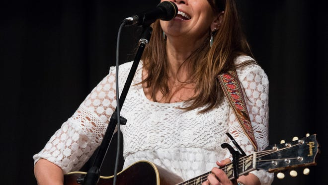 Singer-songwriter Yvette Landry and pedal steel guitar ace Richard Comeaux share music and conversation at Acadiana Roots.