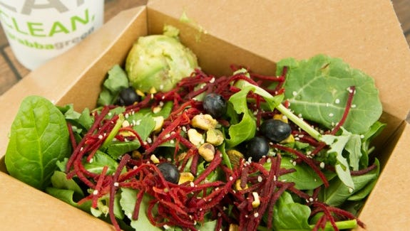 Grain- and- green-based bowls, fresh-pressed juices and antibiotic-free proteins are featured at Grabbagreen, which on Jan. 28 will open its first California location in Thousand Oaks.