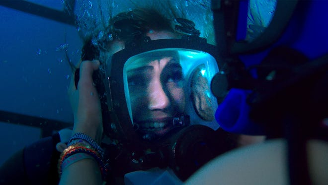 """Lisa (Mandy Moore) panics when she realizes she's trapped at the bottom of the ocean in """"47 Meters Down."""""""