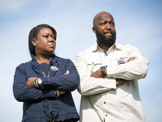 USP NEWS: PORTRAIT OF TRAYVON MARTIN'S PARENTS A USA FL