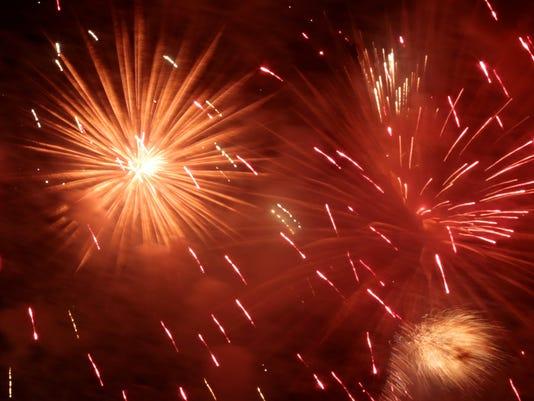 636211010049399767-Fireworks-062716-SG24.jpg
