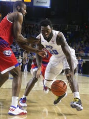 MTSU's Giddy Potts (20) scrambles to recover a loose