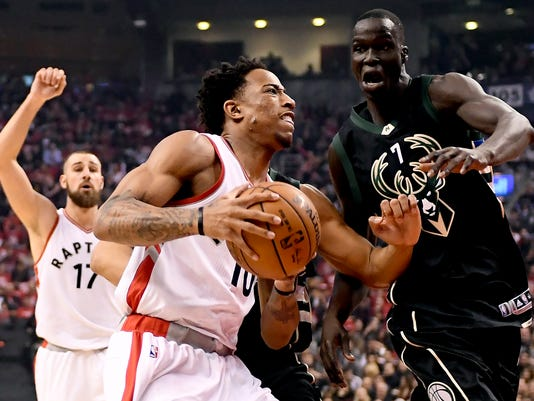 636280574992649028-AP-Bucks-Raptors-Basketball.10.jpg