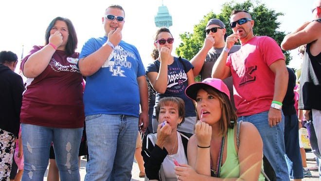 Kings Island guests breaking the Guinness World Record for most people applying lipstick at the same time