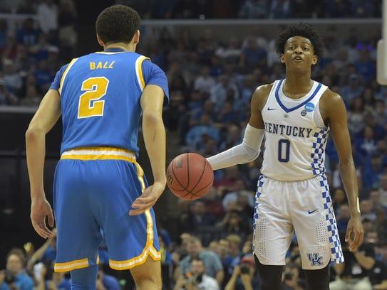 Kentucky Wildcats guard De'Aaron Fox looks to pass