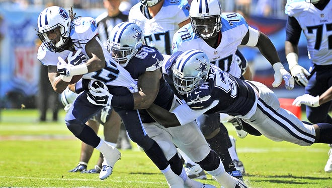Titans running back Dexter McCluster pulls a couple of Cowboy defenders with him.